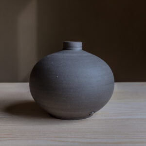 34 - vase, small, Dark grey clay, 26eur